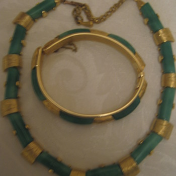 Demi Parure Green/Gold  - Costume Jewelry