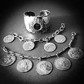 Coin bracelets-Medusa charm - Costume Jewelry