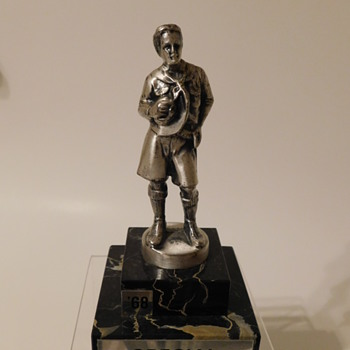 Scout Statuette...a variation to Fortapache's sent from billretirecoll - Sporting Goods