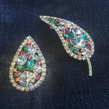 CHRISTMAS PRESENT FROM DAUGHTER...d & e brooch - Costume Jewelry