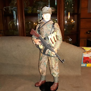 Dragon Hungary 1945 Wiking Division Armored Reconnaissance Heinz Figure 1/6 Scale 2001 - Military and Wartime