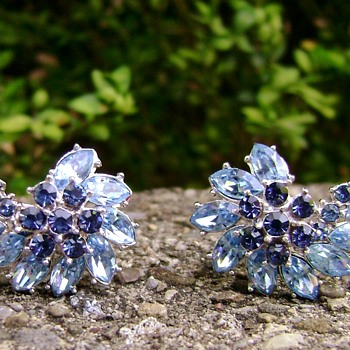 Vintage Trifari Earrings - Contessa Collection - Costume Jewelry