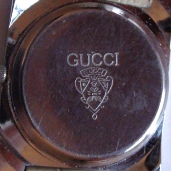 GUCCI UNISEX WATCH AGE NOT FIND IT YET....ANY IDEA?  YOU  CAN HELP?