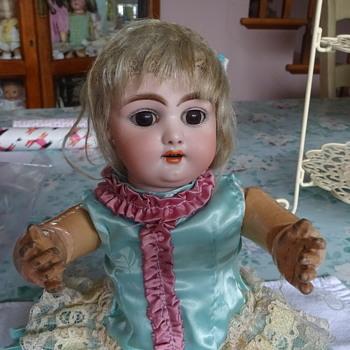Simon Halbig 1079 Estate Sale beauty! - Dolls