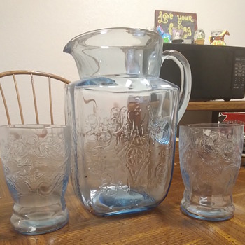 Depression glass water pitcher and cups - Glassware