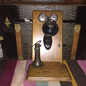 Antique hand crank western electric phone in oak case  - Telephones