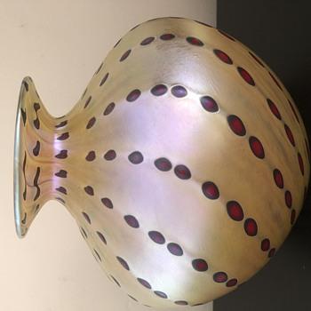 Vintage  twisted pattern vase  - Art Glass