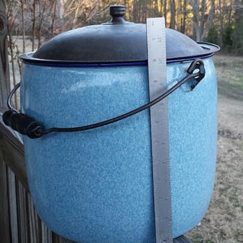 Graniteware Pot/Pail