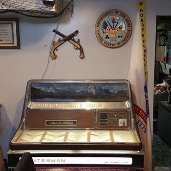 Wurlitzer 3460 Statesman Jukebox - Coin Operated