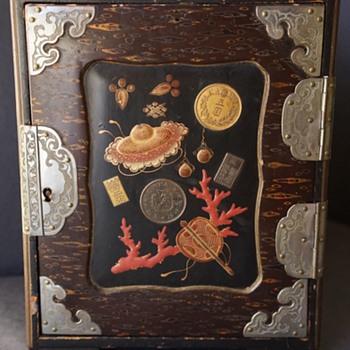 Unusual Asian lacquer box. - Asian