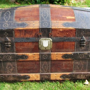 Early 1870's High End Fancy Nail Leather Barrel Stave Trunk - Furniture
