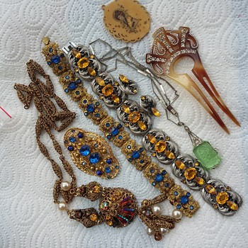 Merry Vintage Christmas - Costume Jewelry