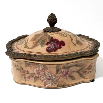 Antique Chinese Porcelain covered dish - Asian