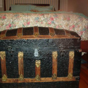 Antique humpback trunk - Furniture