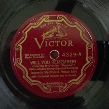 rca Victor red seal  scroll label #4329 Jeanette  MacDonlld - Nel;son Eddy - Records
