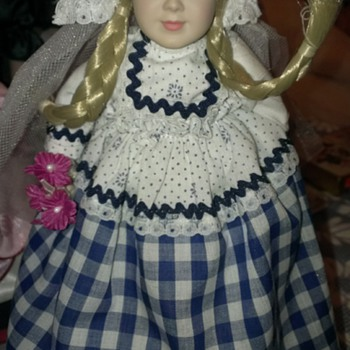 "Bride of Holland Brandy Danbury Mint A1863 Around the World 9"" Stand & Cert.  - Dolls"