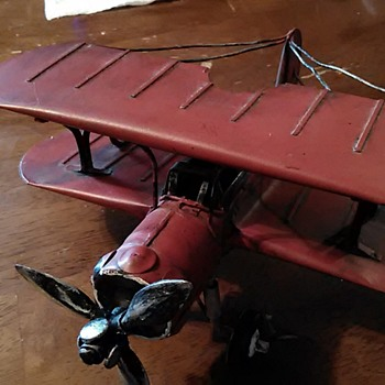 Questions on model biplane - Toys