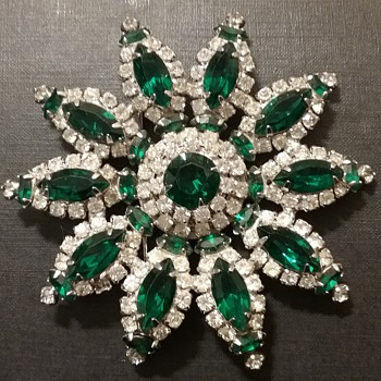 Kramer NY star flower brooch  - Costume Jewelry
