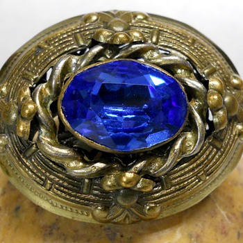 Oval Gold Art Deco Brooch. - Fine Jewelry