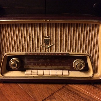 1950's Grundig-Fleetwood Tube Radio Model 97 CA - Radios