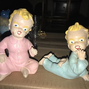 Creepy Twins(?) - Figurines
