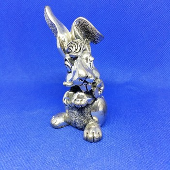 Metallic silver bunny holding a flower on his mouth - Animals