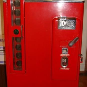Coca Cola Machine Vendo 81 B