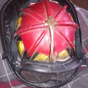 Looking for information of vintage fireman helmet