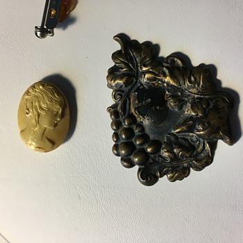 Cameo brooch - Costume Jewelry
