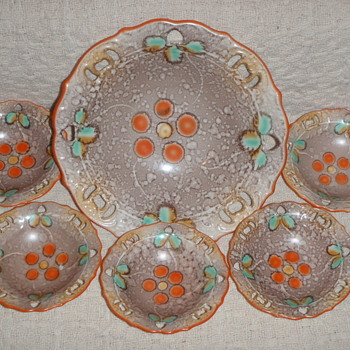 My uniquely glazed Serving Bowl with 5 Smaller Bowls - China and Dinnerware
