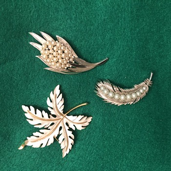 Vintage Crown Trifari brooches - Costume Jewelry
