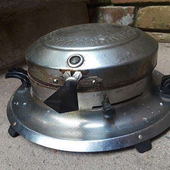 another dirty old waffle iron - Kitchen
