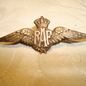 World War I Gold RAF Wing Sweetheart Pin - Military and Wartime