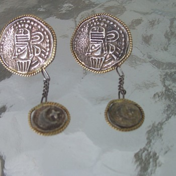 Unknown Odd Earrings - Costume Jewelry