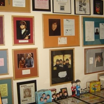 Beatles Autographs... - Music Memorabilia