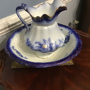 Old bowl and pitcher - China and Dinnerware