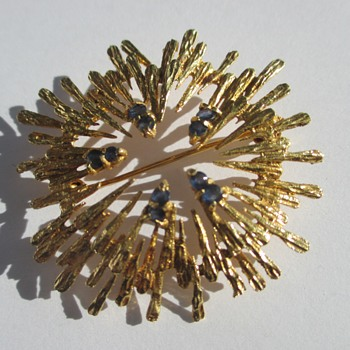 Golden Brooch - Fine Jewelry