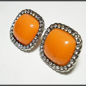 Vintage ORANGE Earrings ( Unknown mark ) - Costume Jewelry