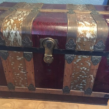Red and gold metal trunk - Furniture