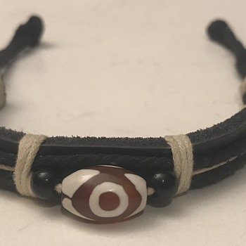 Bracelet with glass bead what is it - Fine Jewelry