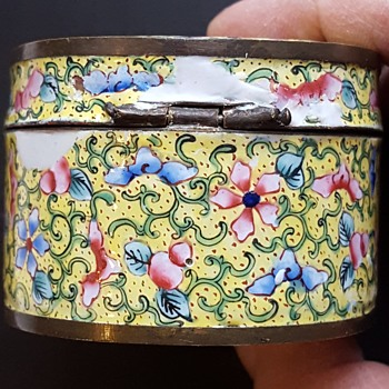 Antique Canton enamel box, when a kyratisation fail... - Asian