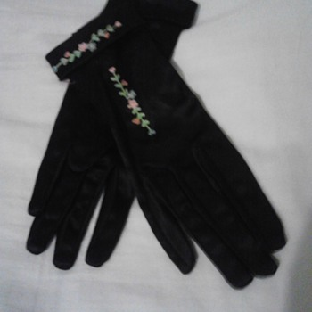 my great  grandmothers silk gloves - Accessories