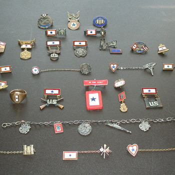 Men in the service star pins - Military and Wartime