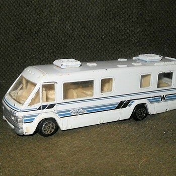 Road Champs Winnebago 1:64 Scale 1990 - Model Cars