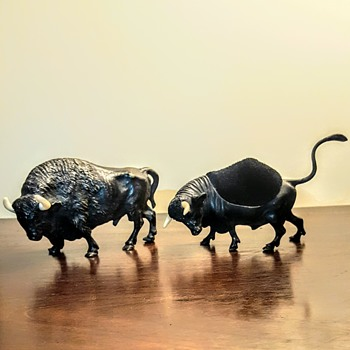 Vienna bronze bull and buffalo playing fight + Mama cow! - Fine Art