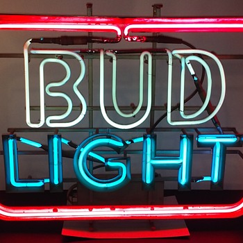 and this one is my BUD LITE neon - Breweriana