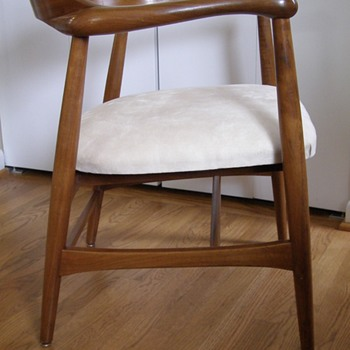 Mid-century modern walnut accent chair by the Johnson Chair Co of Chicago (later part of Gunlocke) - Furniture