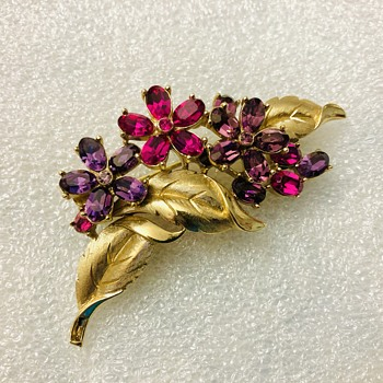 Trifari flower brooch - Costume Jewelry