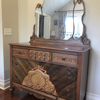 Antique bedroom set - Furniture