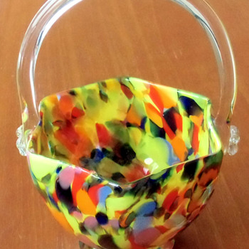 The Hexagonal Czech Glass Bowl: Kralik or Ruckl? RUCKL. - Art Glass